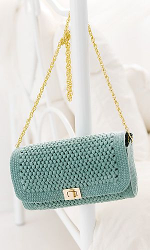 Update Your Wardrobe with these Cute Crochet Purses and Totes <3