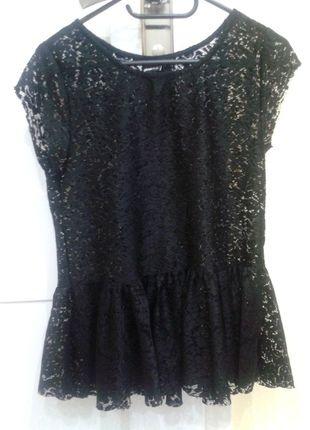 Kup mój przedmiot na #vintedpl http://www.vinted.pl/damska-odziez/bluzki-z-krotkimi-rekawami/12028974-bluzka-koronkowa-czarna-z-baskinka-s