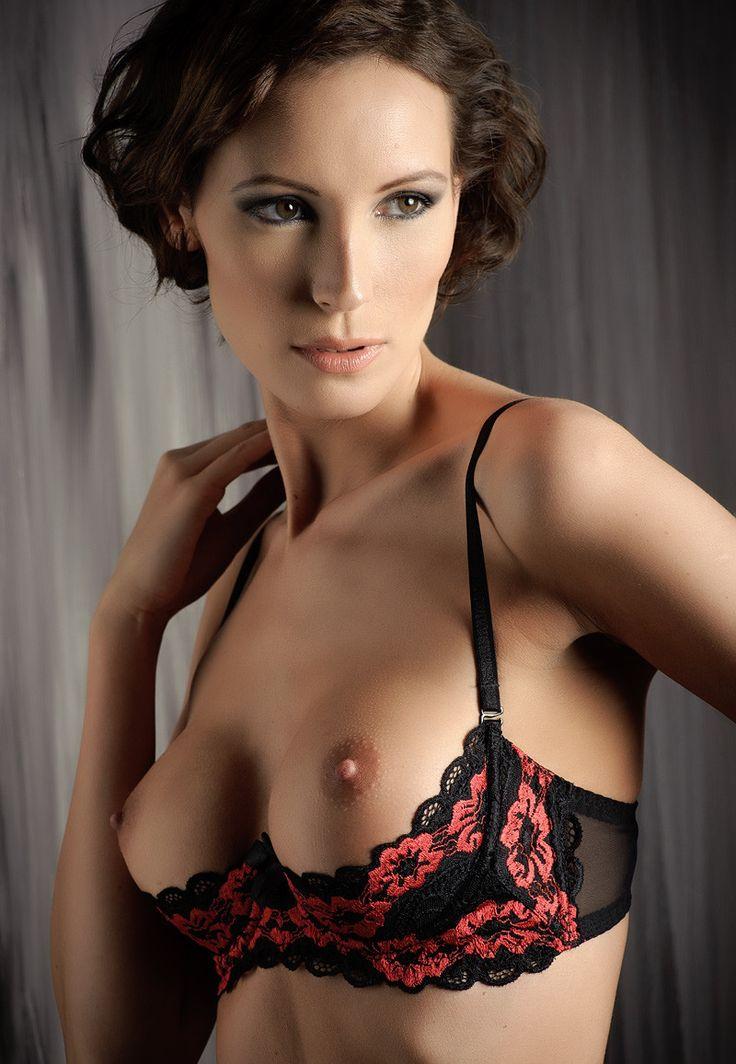 Girl showcases her wardrobe with no bra