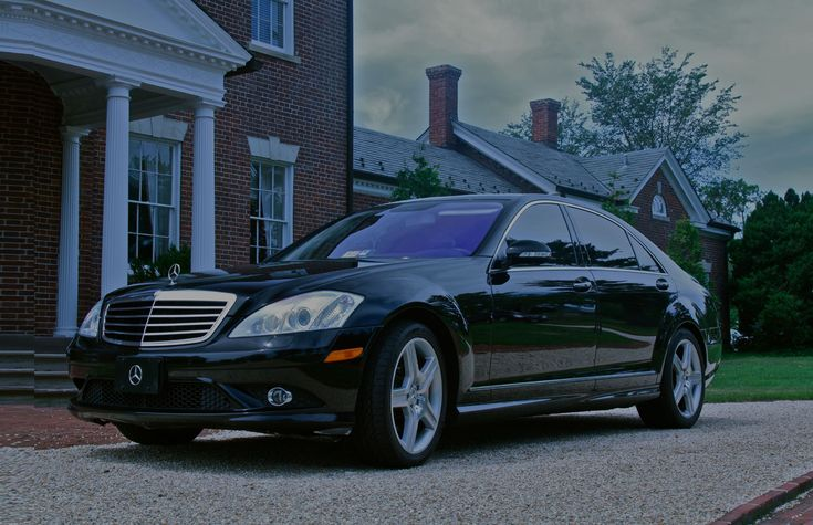NYC Airport car and limo service is the best limo service provider for whole NYC. We have luxury cars, expert chauffeurs, simple booking & management system. You need to no worry about transportation because we are always here to provide you the best service at very reasonable prices. #NYC #NYCLimoService #NYCAirportLimoService