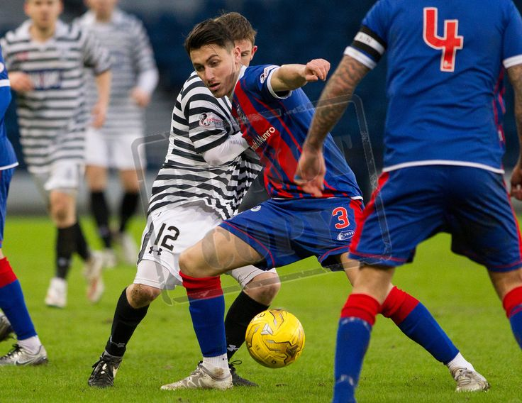 Elgin City's Archie MacPhee on the ball during the SPFL League Two game between Queen's Park and Elgin City. P
