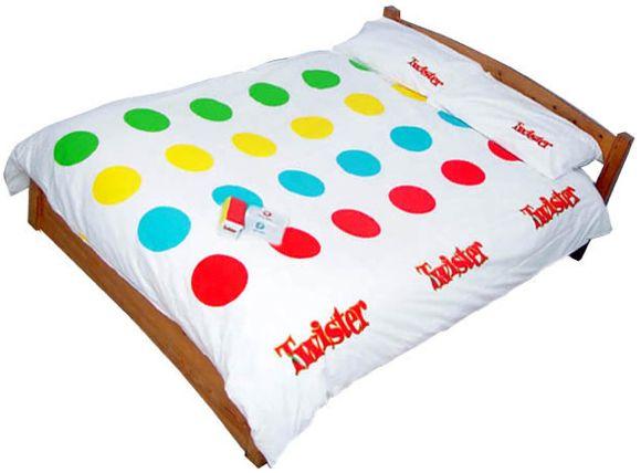 Twister: il lenzuolo. Ricordate il vecchio gioco Twister della Hasbro? Ora potete giocarci con i vostri amici anche sul letto. Nella confezione sono compresi anche le federe e il dado di gomma da lanciare. In molti siti è out of stock, noi l'abbiamo comprato qui, dove spesso è disponibile anche il telo da mare.  http://www.fantastik.it/advanced_search_result.php?keywords=twister=q84a026d9q27nvn35gc0ukgmn7=0=0