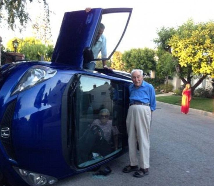 E' già stato soprannominato il principe di Bel Air. L'ottantenne californiano si è cappottato con l'auto mentre guidava per le strade della Los Angeles glamour. Nessuno si è fatto male, anzi, c'è stato tutto il tempo di uscire dall'auto ribaltata su di un lato con la mogl
