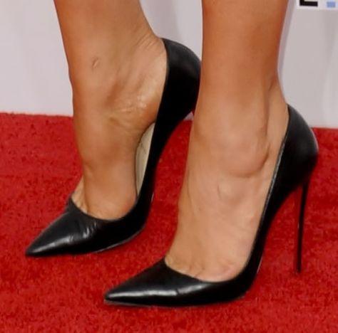 Black leather Heels. Tacchi Close-Up #Shoes #Tacones #Heels