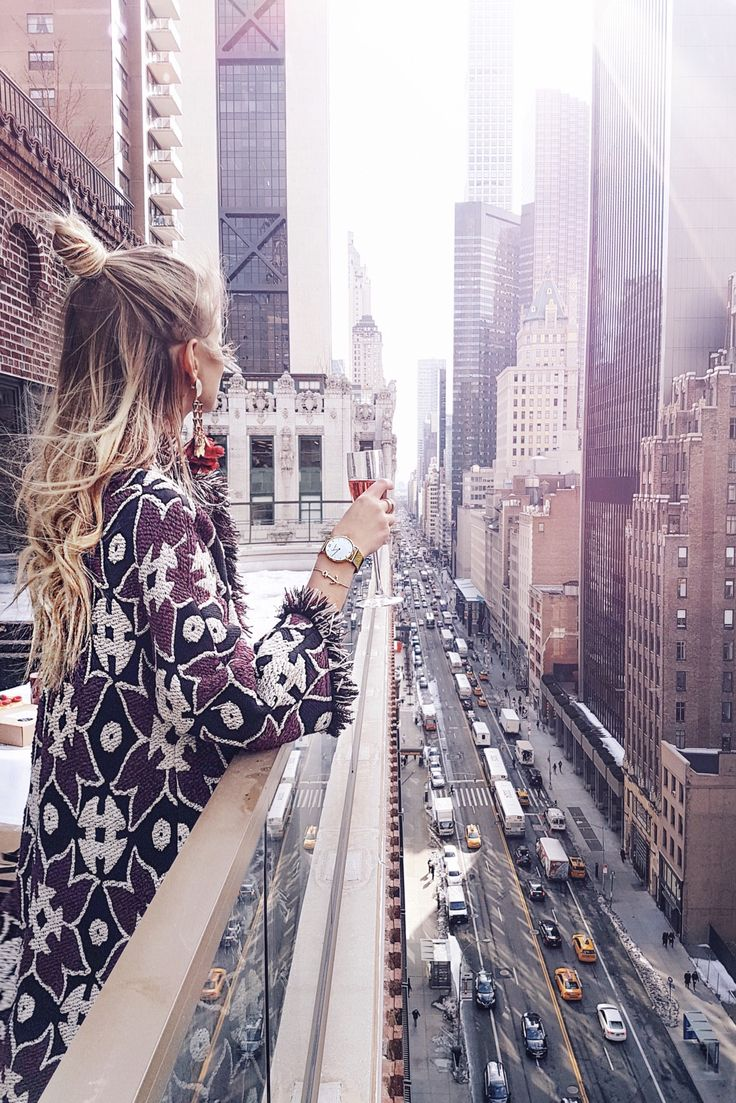 Cheers to the city that never sleeps! Skyscrapers in New York: http://www.ohhcouture.com/2017/02/monday-update-44/ #ohhcouture #leoniehanne