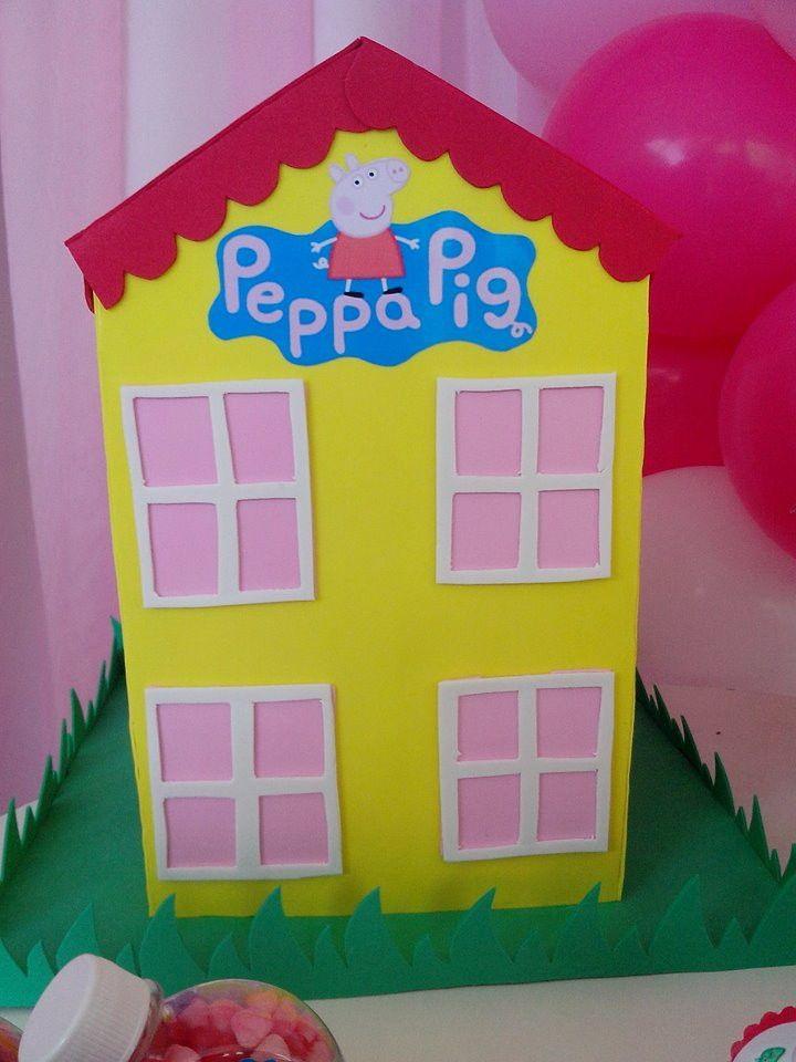 Casa Peppa Pig feita em EVa <br>Com 40 cm de altura, aproximadamente.