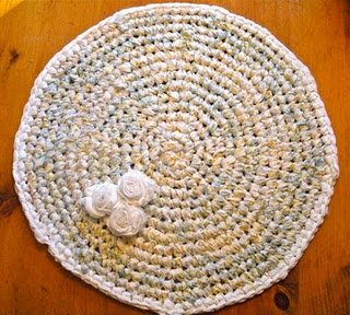 Upcycled crochet Rug from Someday Crafts (this blog is so darn crafty!)