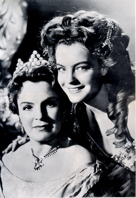"""Romy """"Sissi"""" en Magda Schneider haar moeder . In de film speelt ze ook haar moeder ."""