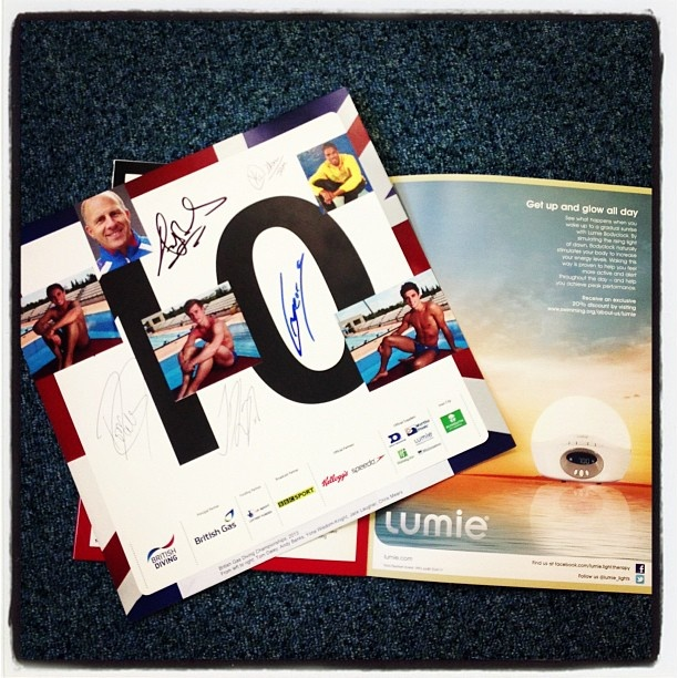 Tom Daley, Chris Mears, Jack Laugher, Andy Banks all sign the LUMIE autograph page #diving