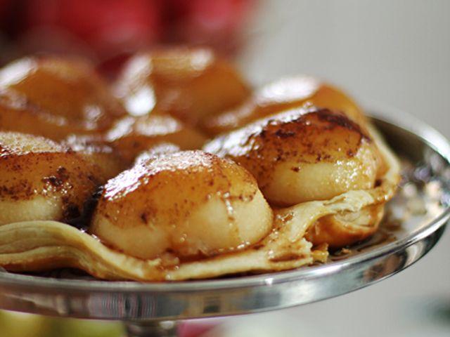 Tarte tatin med päron och vaniljglass (kock Leila Lindholm)