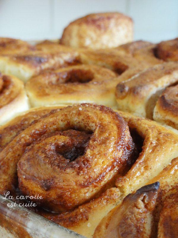 roules a la cannelle 11 Pour la pâte : – 400g de farine (T65, T55 ou T45, – 1 sachet de levure de boulanger déshydratée (5 ou 6g), – 5 cl d'eau tiède, – 10 cl de lait tiède, – 50g de beurre fondu, – 1 œuf, – 2 pincées de sel, – 30g de sucre en poudre, – ½ cuillère à café d'extrait de vanille. .  Pour la garniture : – 100g de beurre ramolli (tempéré), – 60g de sucre en poudre, – 1,5 cuillère à soupe de cannelle en poudre, – ½ cuillère à café de noix de muscade rapée, – 1,5 cuillère à soupe de…