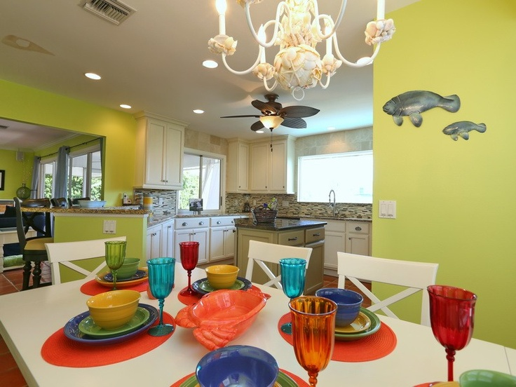 A Chefs Dream Kitchen with Tropical Dining for 8 and Premium Cookware!