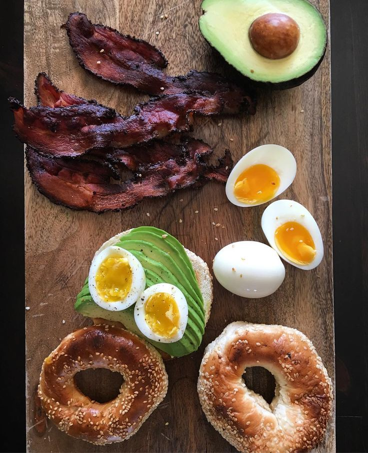 Kicking off this beautiful day with a fresh and delicious brunch. Montreal wood oven bagels, smoked pepper bacon, creamy avocado & fresh local eggs. Have an awesome Sunday! @zimmysnook