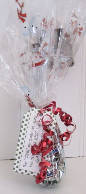 15 Christmas Gift Ideas Under $2 - great site with lots of really cute ideas for Secret Santa, Office Exchanges, etc.