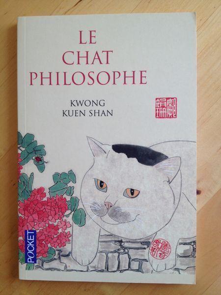 #littérature #spiritualité : Le chat philosophe - Kwong Kuen Shan. Le chat ne possède rien et n'est la propriété de personne. Il vaque à ses occupations, agit à sa guise et vit dans l'instant. À n'en pas douter, ce sont les qualités d'un philosophe. Kwong Kuen Shan a peaufiné 40 aquarelles, et nous invite à une rencontre entre ses chats et Confucius, Mencius, Lao Tseu ou encore Tchong Tseu, rythmant sa ballade de citations de classiques chinois, de maximes et de poèmes de la dynastie Tang ou…