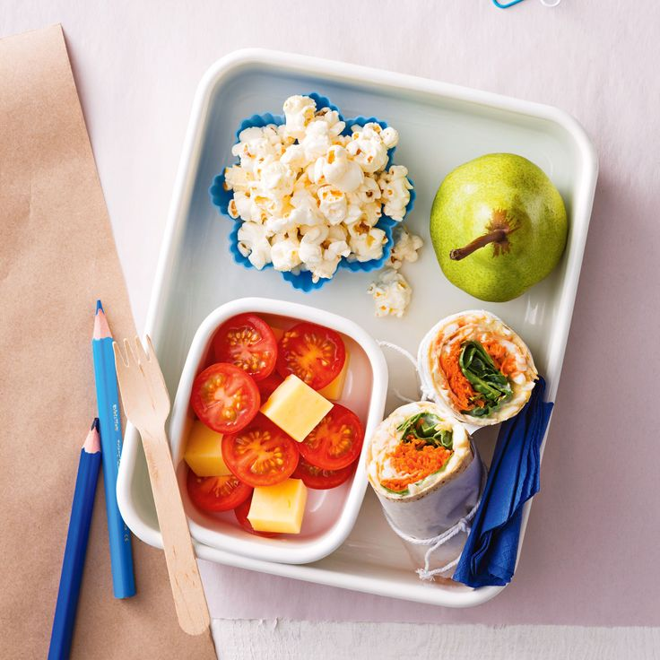 How to pack the perfect lunchbox for your kids - Egg, Tzatziki & Spinach Wrap + Snacks #Egg #Tzatziki #Spinach #Wrap #Snack #Lunch #Lunchobx #LunchboxIdeas #KidsLunch #FreshFoodKids