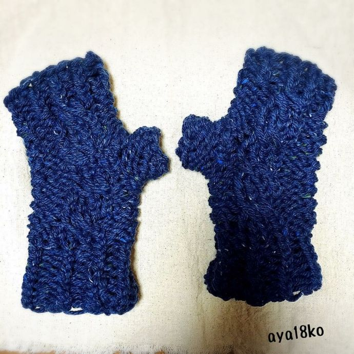 Knitting Mittens On A Loom : Loom knitted cabled fingerless mittens by aya ko