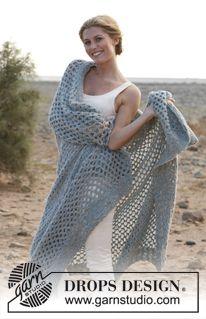 """Gehaakte DROPS deken met liefdesknopen van 2 draden """"Alpaca Bouclé"""". ~ DROPS Design"""
