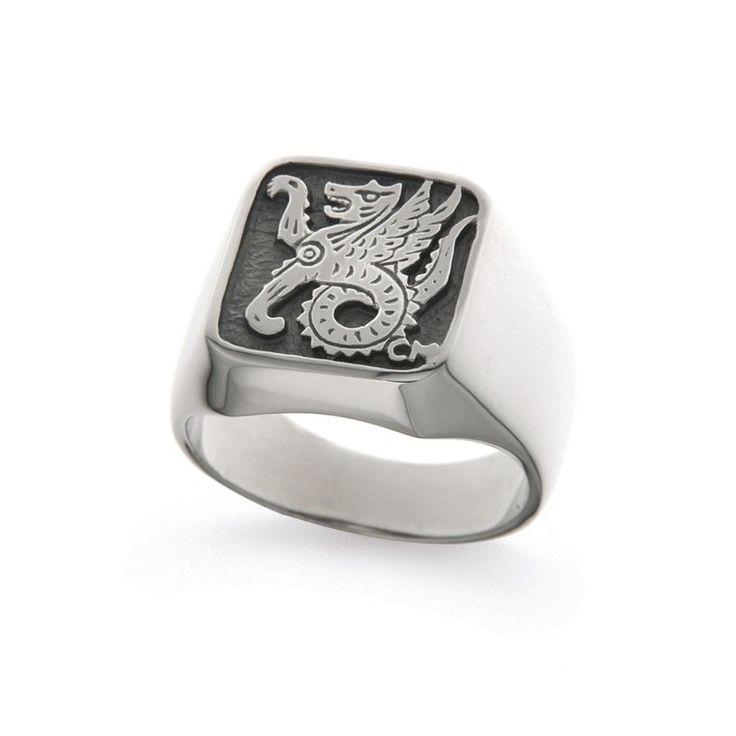 Il ritorno dello #chevalier, un semplice anello o un sigillo? Trova il tuo simbolo tra i #gioielliuomo di #Orsini