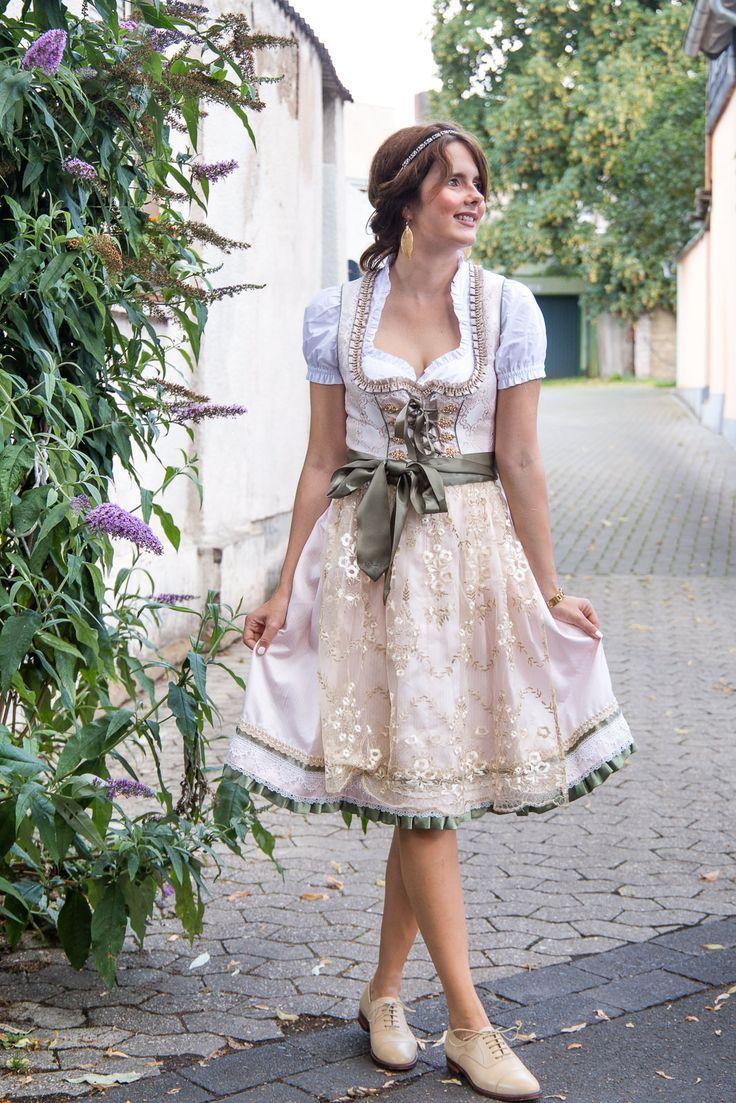 #Rosa #Dirndl mit Spitzenschürze von Ludwig & Therese by Des Belles Choses