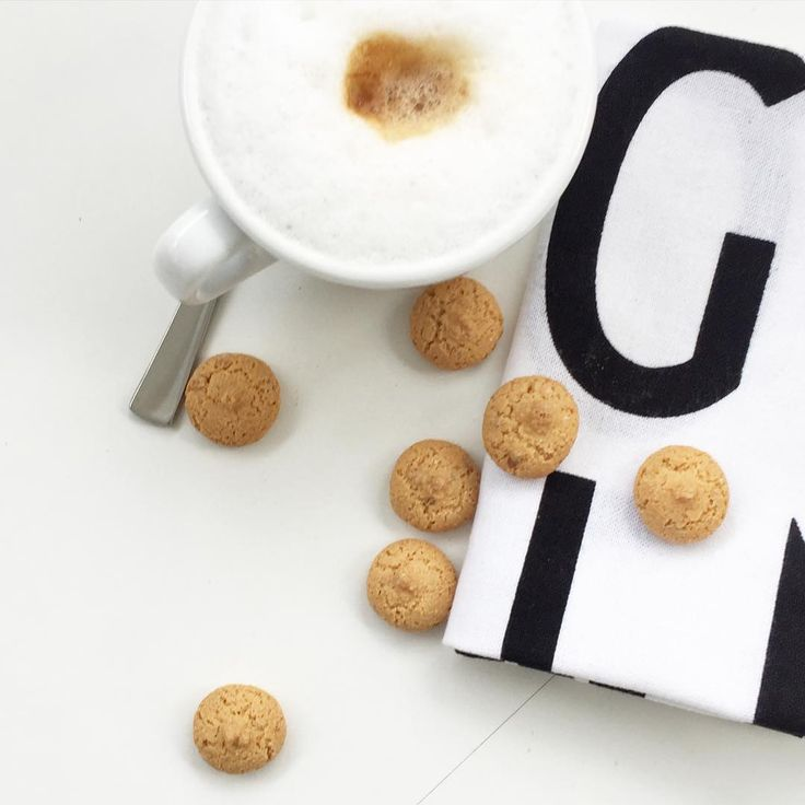 PAUSE  #pause #mittenimumzug  #cappuccino  #amarettini #simplicity #minimalism #designletters #flatlay
