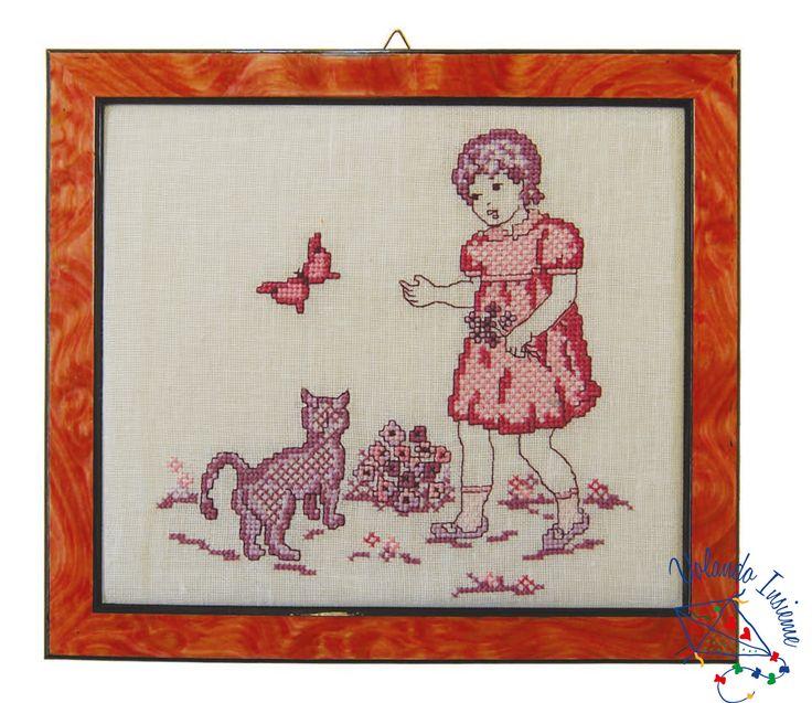 La farfalla. Punto croce con cornice.http://www.casacenina.it/volando-insieme/la-farfalla.html