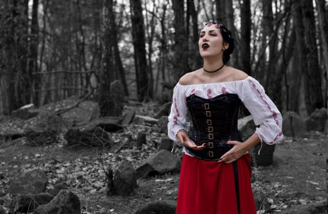 Vampire Heart - Fantasy Photoshoot - Looktheotherway.co