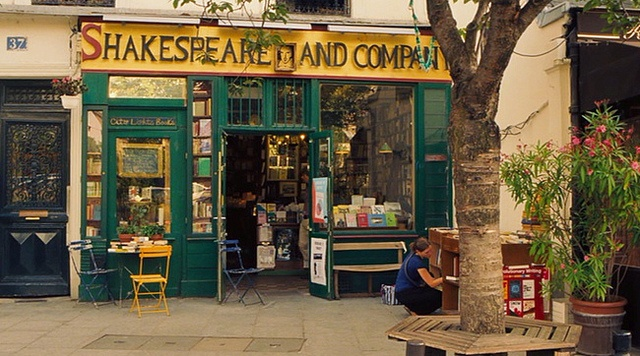 """Shakespeare and Company bookstore in """"Midnight in Paris"""""""