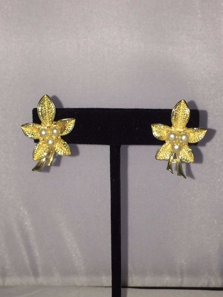 Vtg Coro Faux Pearl Gold Tone Flower Clip on Earrings | eBay
