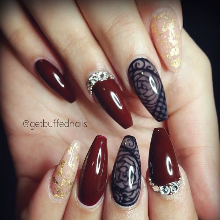 Poderá usar: Cor de Gel So Red Wine. Nail Art: Gel One Stroke Jet Black, Gel Foil White e Gold Foil! www.biucosmetics.pt