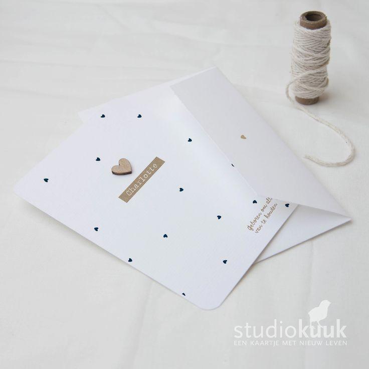 Geboortekaartje met goudkeurige houten hartje_bling goud_donker blauw_scandinavisch geboortekaartje #www.studiokuuk.nl