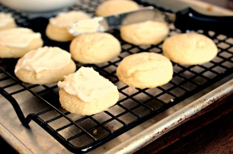 Vanilla Melt Away Cookies have an amazing texture you'll never guess the secret ingredient! |www.blessthismessplease.com