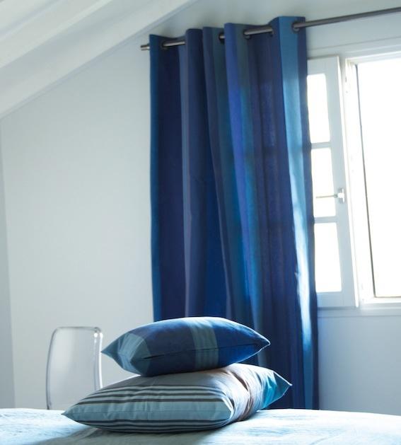 mooie blauwe gordijnen en stof