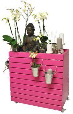 Hochbeete sind voll im Trend - und jetzt gibt es sie auch auf Rollen, für Drinnen und Draußen! Frei beweglich und frei dekorierbar. http://www.wagner-webshop.com/de/pflanzenroller/greenbox.html