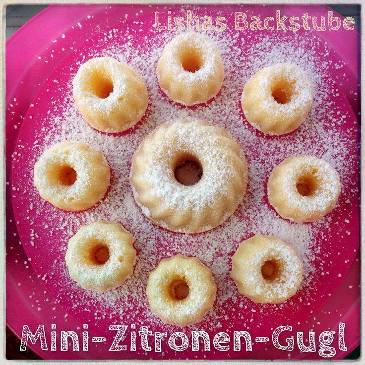 Mini-Zitronen-Gugl: Super lecker und ganz schnell zubereitet. Und sie sehen noch sooooo süß aus :-) Das Rezept gibt es hier: https://lishasbackstube.wordpress.com/2015/01/11/mini-zitronen-gugl/ #MiniZitronenGugl #MiniGugl #Zironengugl #Rezept #backen #lecker #LishasBackstube