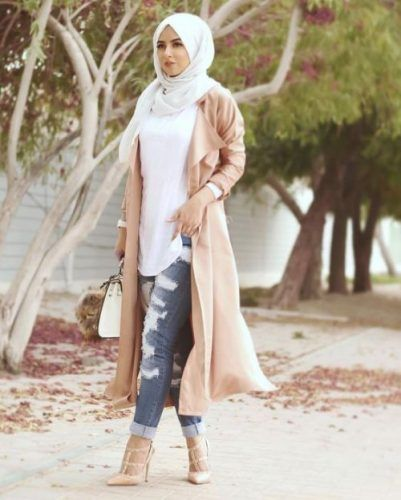 long beige trench jacket hijab outfit- Long cardigans and vests hijab trends http://www.justtrendygirls.com/long-cardigans-and-vests-hijab-trends/