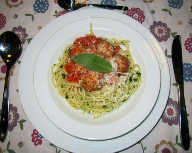 Tuesday Dinners: Verdens Bedste Spaghetti & Meatballs