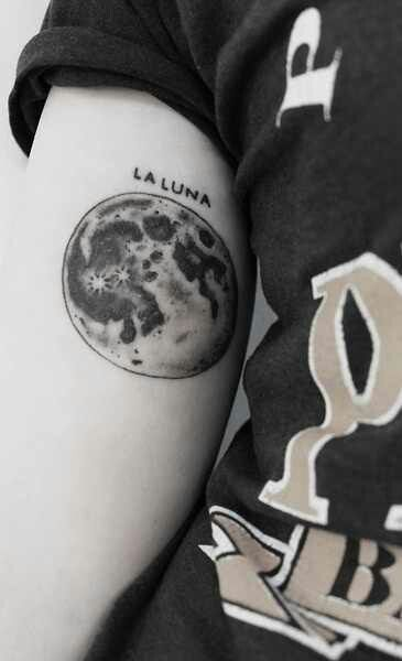 Full Moon tattoo, want this to be integrated in my clock