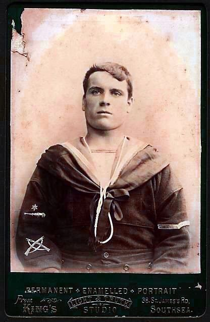 Vintage Sailor.. Gunner with crossed rifles Marksmans badge Poss. Australian