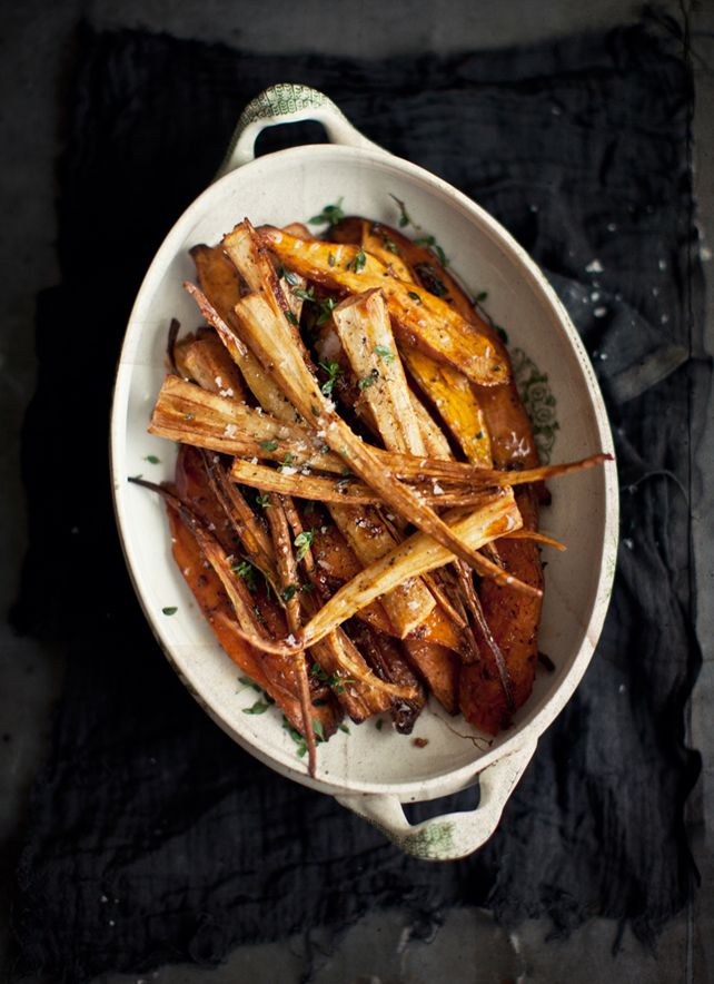 ROASTED SWEET POTATOES AND PARSNIPS WITH NUTMEG & GARLIC - to make #vegan omit honey for maple syrup.