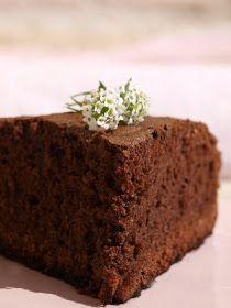 Un delicioso bizcocho de chocolate con almendra molida. BIZCOCHO DE CHOCOLATE AMARGO Ingredientes: 250g de chocolate sin leche (70%...