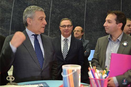 Le Vice-président de la Commission européenne, Antonio Tajani découvre le Maker's Lab #europe #innovation #entrepreneurship #makerslab #makers