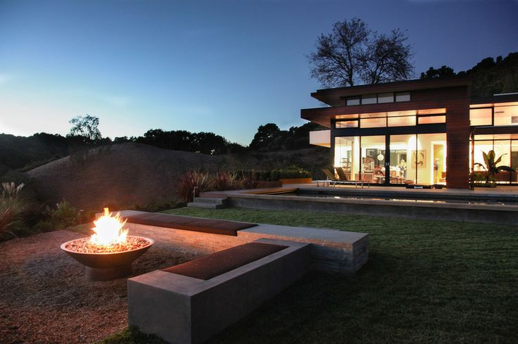 With their ease of operation, fire pits fed by natural gas have been a popular option for several years. This one has been placed to draw pe...