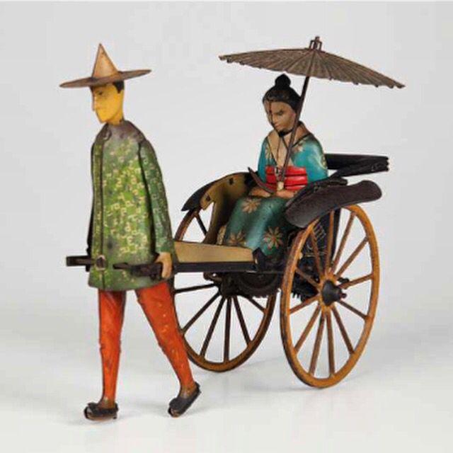 LEHMANN Kuli puxando RISKSHA com chinesa modelo MASUYAMA EPL 773,  ano de fabricação 1927/1938 origem alemã.  LEHMANN Kuli pulling RISKSHA with Chinese model Masuyama EPL 773 year of manufacture 1927/1938 German origin.  Leilão de Brinquedos Antigos Lordello & Gobbi  19 de maio às 20hs www.iarremate.com   #toys #brinquedosantigos #collection #investment #iArremate #luxury #unique #rare #precious  #leilao #subasta #auction #berlin #art  #madrid #paris #london #roma #creativity #kids #lehmann