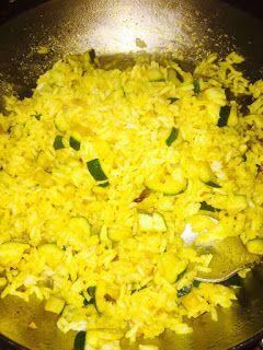 """""""Il talismano del benessere e della ... felicità"""": Riso al curry con zucchine."""