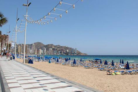 Aprovecha tu mañana y date un paseíto por la playa Levante🌊 Anda y deléitate con las preciosas vistas😏😏 #HotelCarlosBenidorm #HotelCarlosI #HotelBenidorm #Hotel #HotelesBenidorm #Hoteles #CostaBlanca #Playa #Beach #PlayaBenidorm #BenidormBeach #CiudadBenidorm #TurismoCostaBlanca #Turismo #Benidorm #BeniLovers #Alifornia #Relax #Desconexión #PlayaLevante #Paseito #Paisaje #IncreiblesVistas