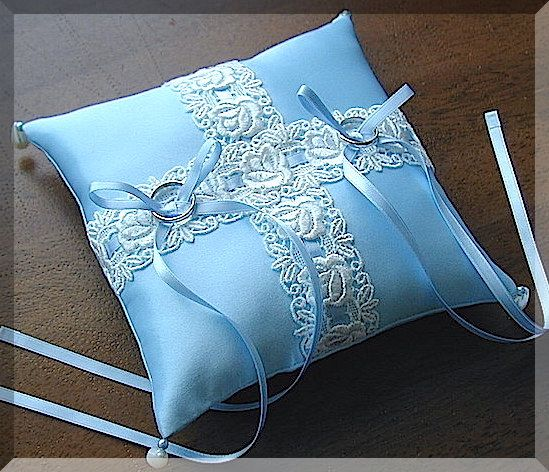 ateliersarah's ring pillow/Chemical lace through the light blue ribbon