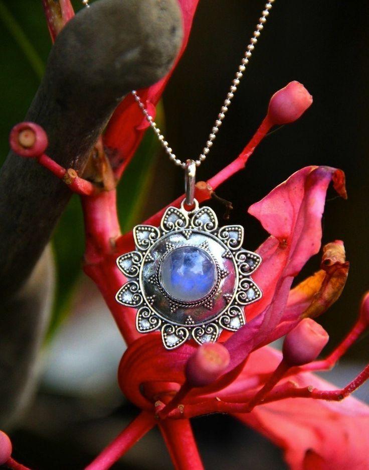 Un Soleil de Lune - pendentif soleil en argent et pierre de lune arc-en-ciel : Pendentif par yaelle-bali-jewelry