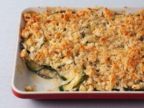 Essa abobrinha gratinada da Chef Ina Garten é perfeito para um jantar com os amigos.
