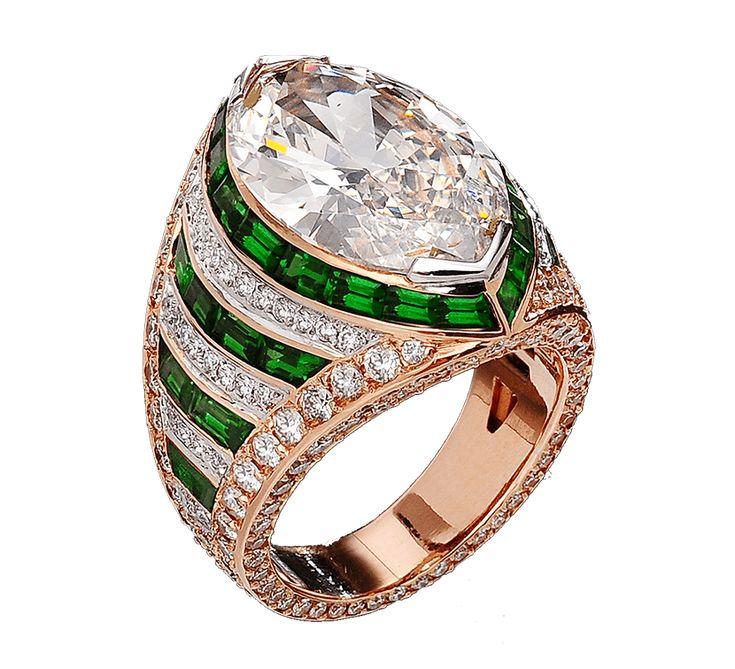 Роскошное ювелирное изделие, которое подчеркнет Ваш великолепный вкус. Красивое золотое кольцо украшено дорожками из бриллиантов и других драгоценных камней. Традиция носить ювелирные изделия существует с давних пор. Шикарные ювелирные изделия – показатель статуса и благополучия. Предлагаем Вашему вниманию другие украшения ювелирного бренда JJewels.